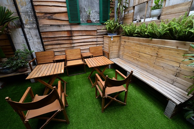 cafe 6 between two floors is a space as a garden serving customers in group this area is decorated with a nice artificial grass carpet