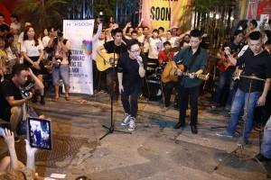 Hanoi: Crowded With Street Music