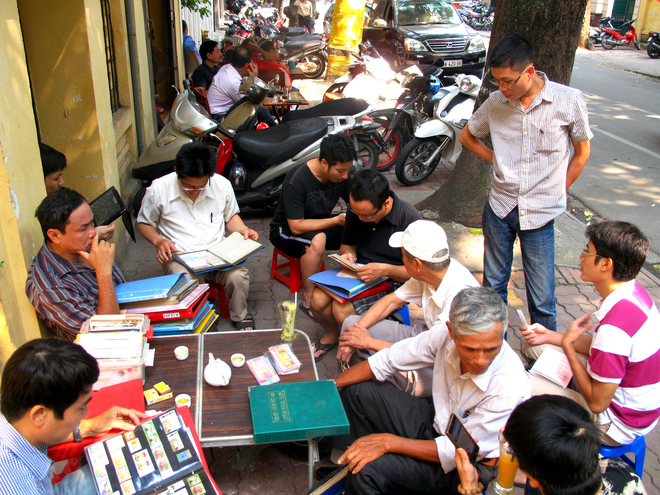 Ancient-Stamp-Market-in-Hanoi3