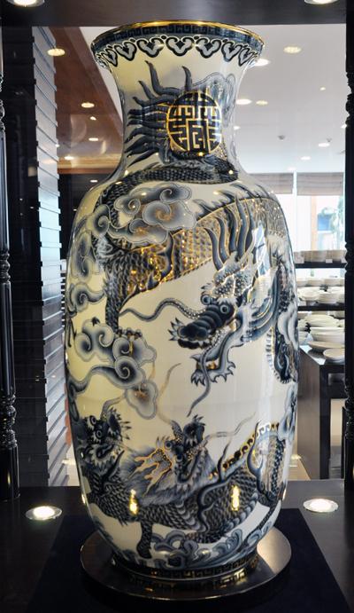 Vietnam-ceramic-vases1