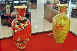 A Ceramic Vase Costs Nearly a Billion VND