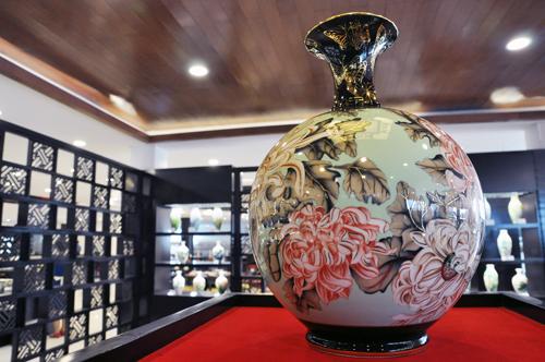 Vietnam-ceramic-vases7