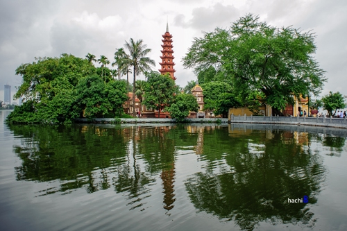 west-lake-nearby-pagodas (1)