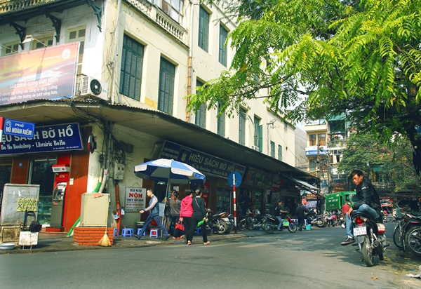 Enjoy Hanoi Specialties In Two Shortest Streets  (3)