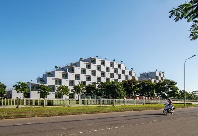 FPT University With Uniquely Designed Building  (2)