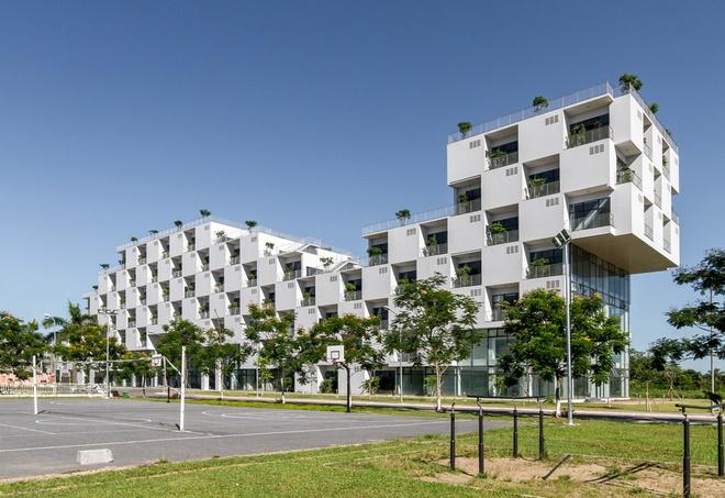 FPT University With Uniquely Designed Building  (5)