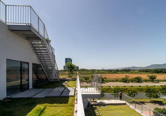 FPT University With Uniquely Designed Building  (8)