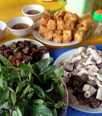 Address For Street Food Of Five Famous Markets in Hanoi (1)