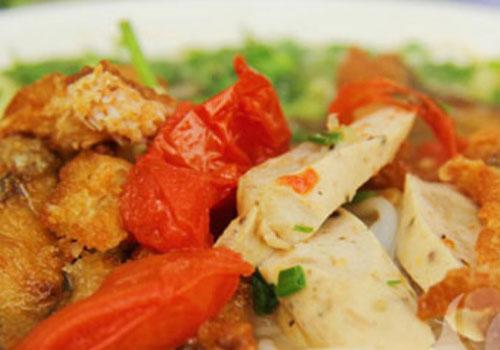 Dishes Make Hoang Cau Street Always Crowded  (1)