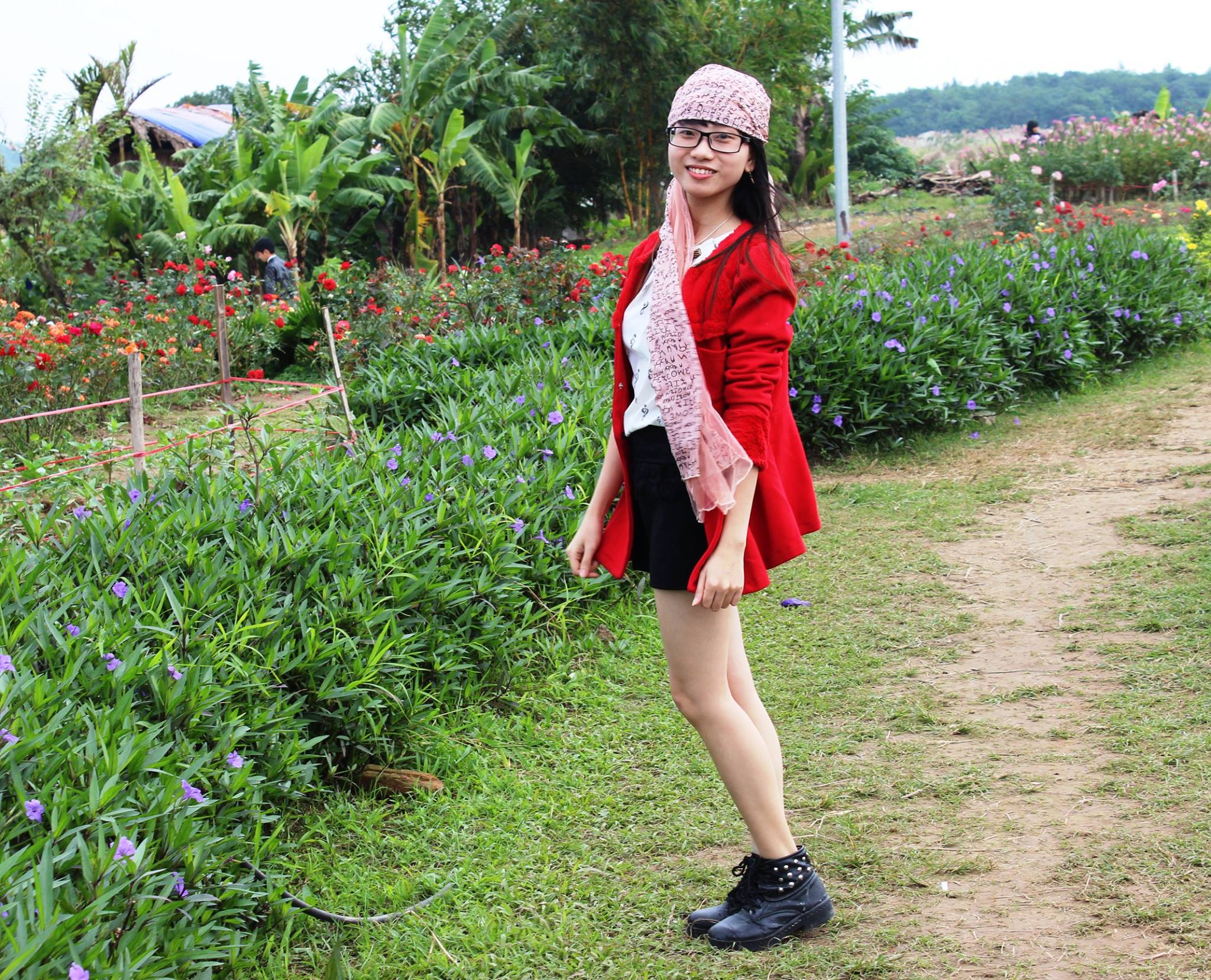 Flower Red River Ground Attracts A Lot Of Visitors  (7)