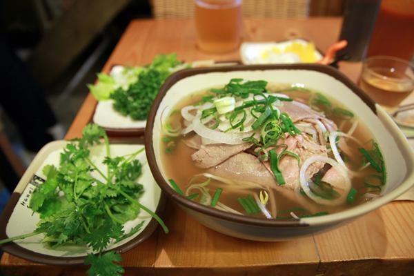 street-food-hanoi-pho