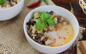 Hanoi's awesome autumnal brunch: 'Banh duc nong'