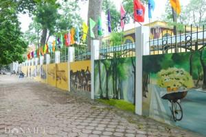 Murals liven up Hanoi street