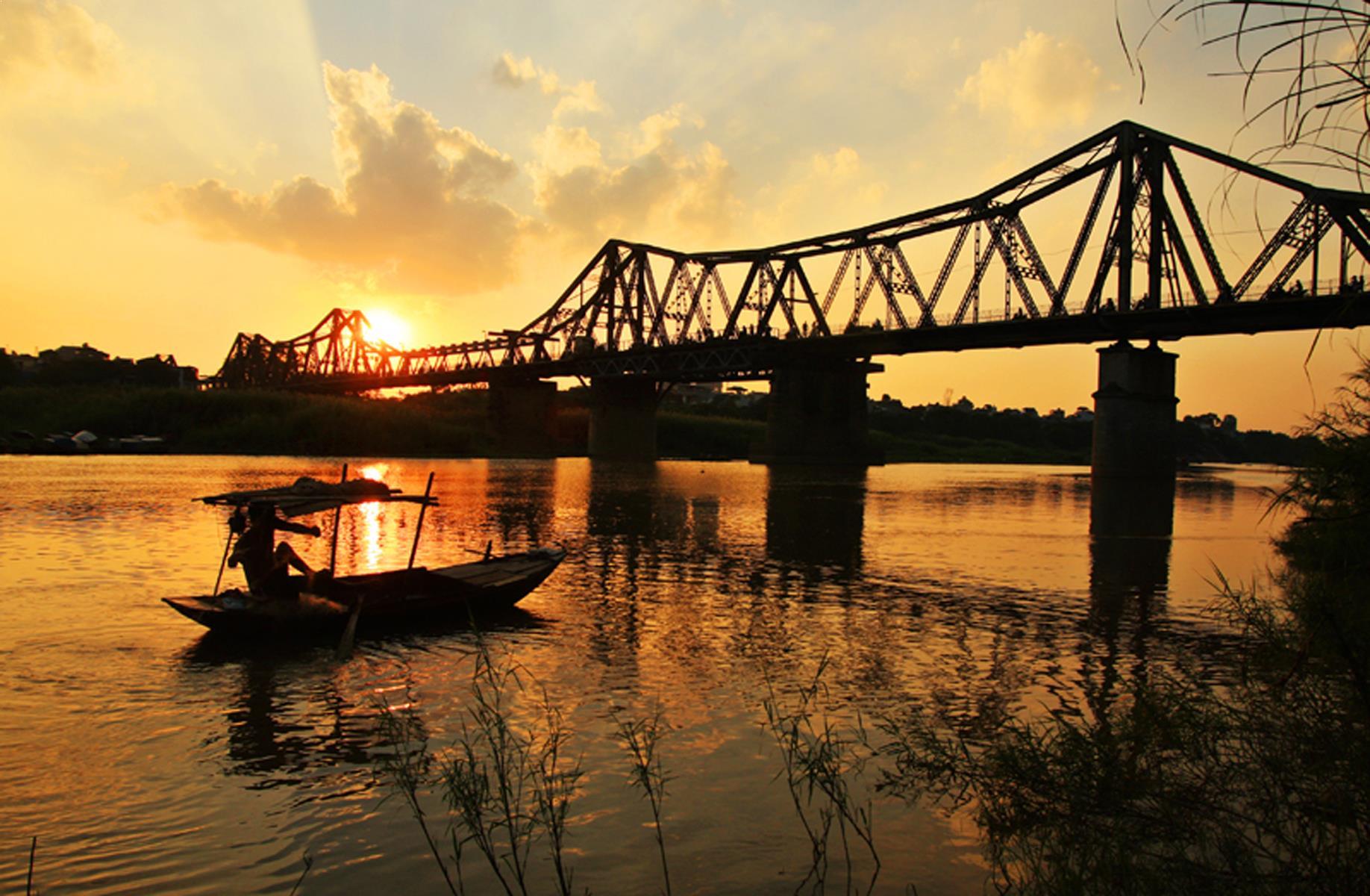 Sunset in Long Bien Bridge