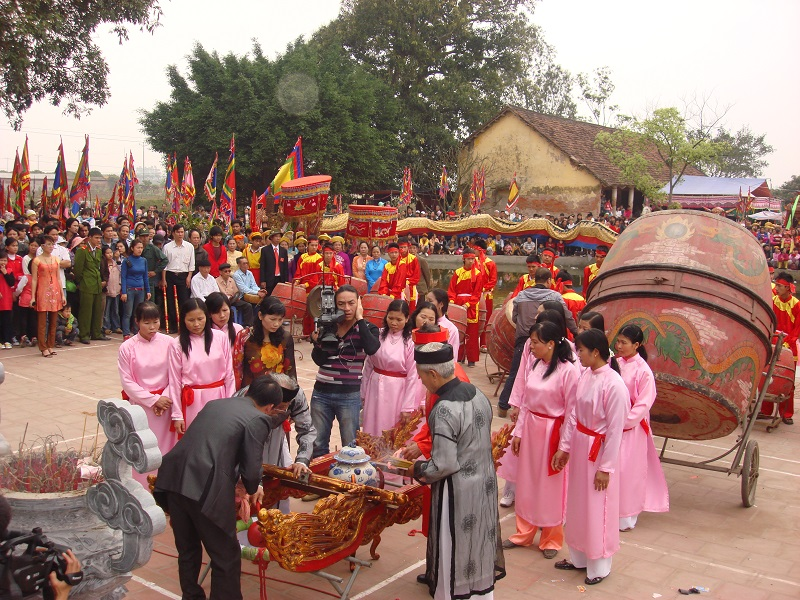 Pilgrims in colourful dress converge on the  temples