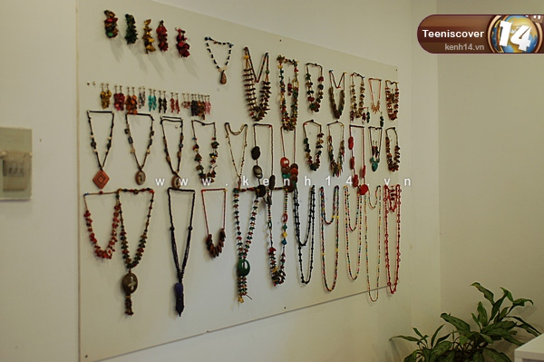 Jewelry is simple but it is quite eye-catching
