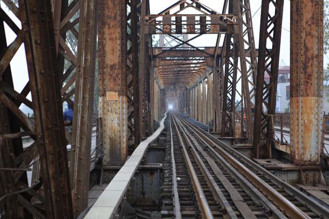 The railway built inside the bridge
