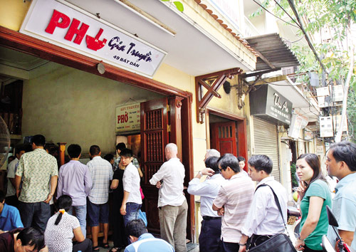 Queue and self-served at the counter instead of waiting for the waiters to come to you when you eat Pho here