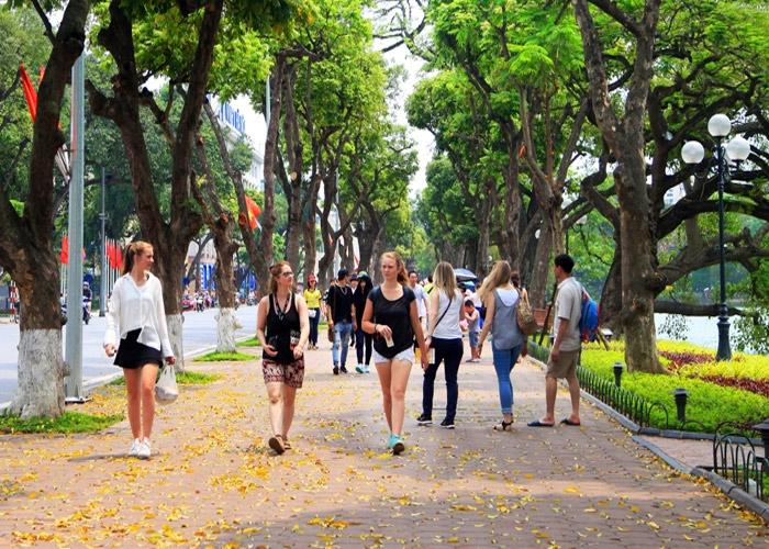 Ho Guom pedestrian street