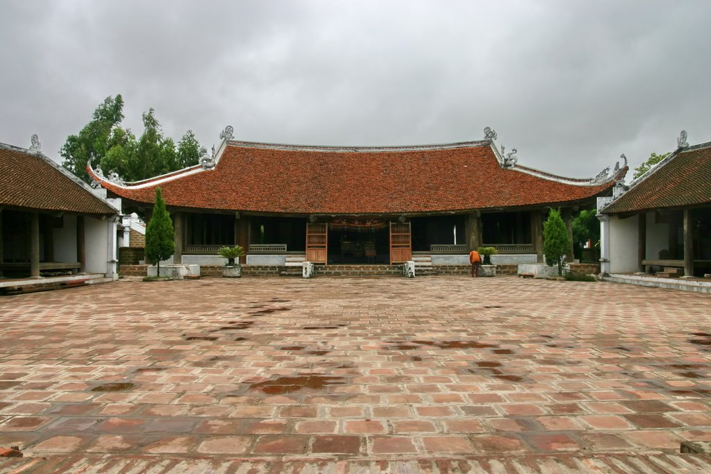 A communal hall in Duong Lam
