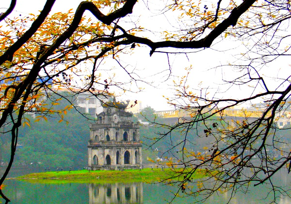 Hoan Kiem lake in the autumn